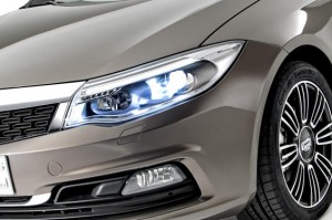 Qoros-3-Sedan-detail-front-qtr-lights-on_gallery_preview